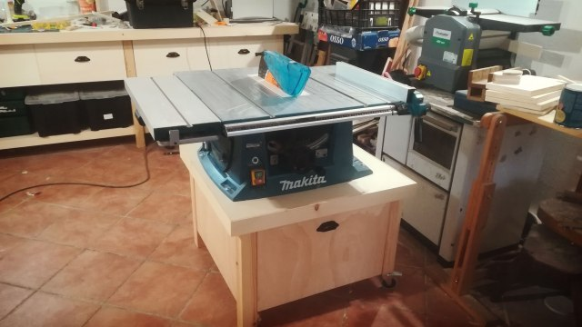 TABLE_SAW_STAND
